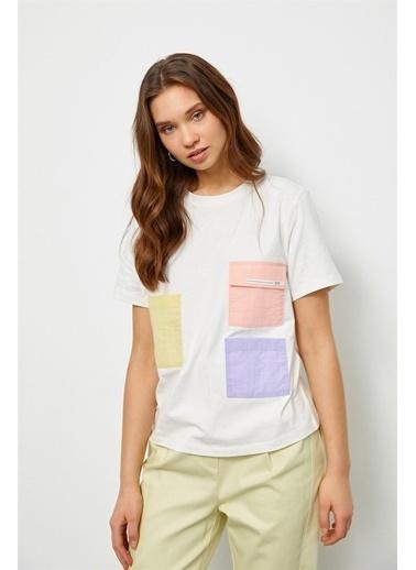 Setre Ekru Renkli Cepli T-Shirt Ekru